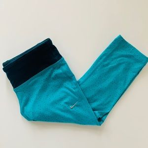 NIKE DRI FIT Cropped Athletic Pants - Size Small